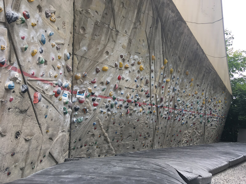 Boulder-Schrein, stark geneigte Wand