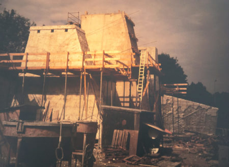 Entstehung Kletter Freianlage, Rohbau der Türme, Schrein im Hintergrund