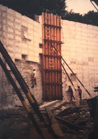 Entstehung Kletter Freianlage, Stützwand der Freianlage mit Styropor